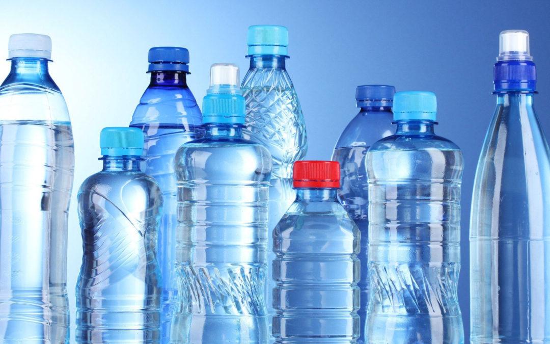 Hva inneholder vannet du drikker? Virus? Bakterier? Plast? Uorganiske mineraler?